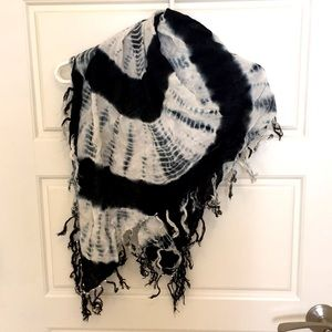$5 in bundle Spanner scarf with tassels and beads